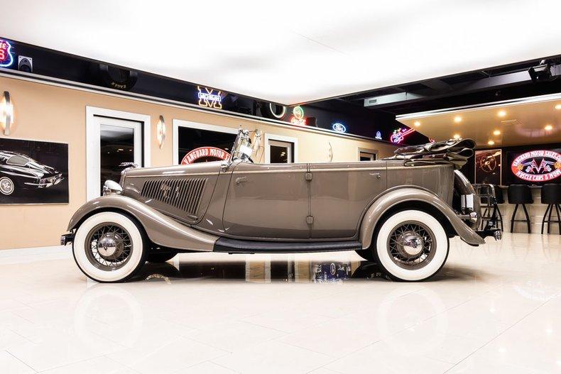 1934 Ford Phaeton 33