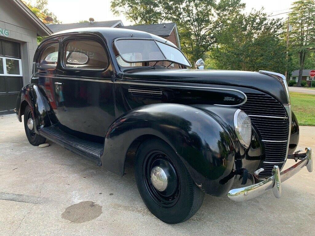 1939 Ford 2-door sedan