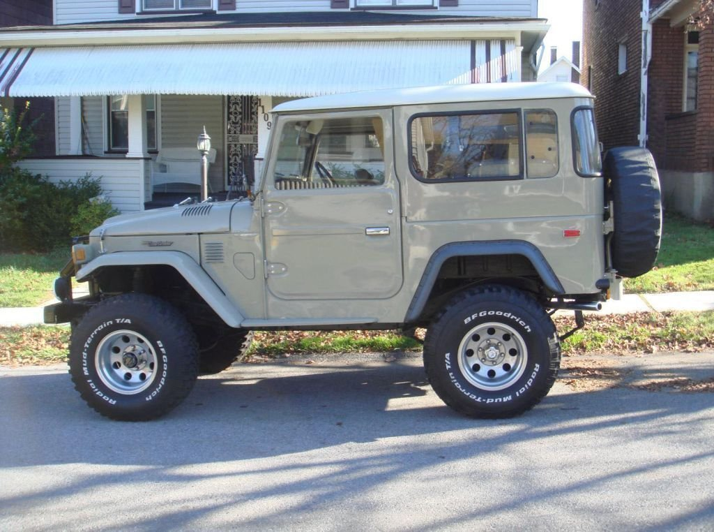 1979 restored Toyota FJ40 POWER STEERING