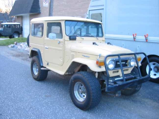 1977 TOYOTA RUST FREE FJ40 POWERED BY A V-8
