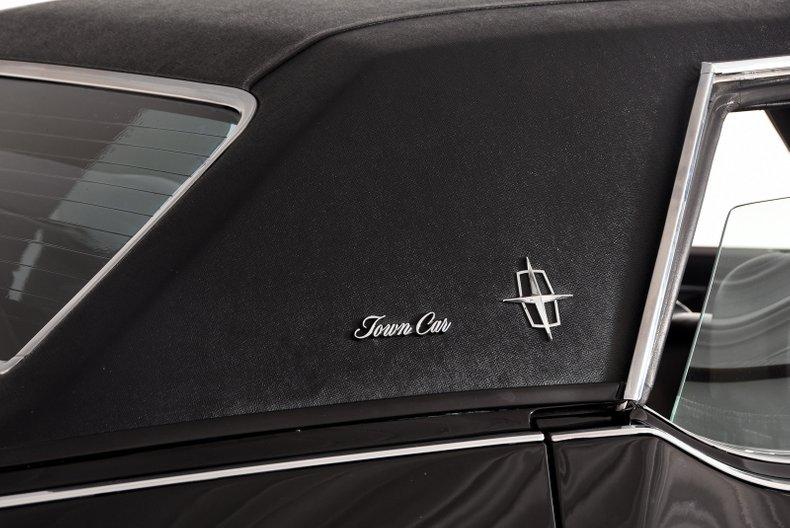 1972 Lincoln Town Car Volo Auto Museum