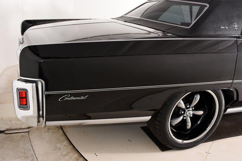 1972 Lincoln Town Car