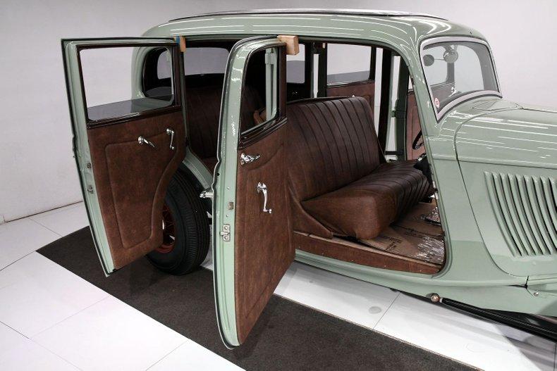 1933 Ford Custom