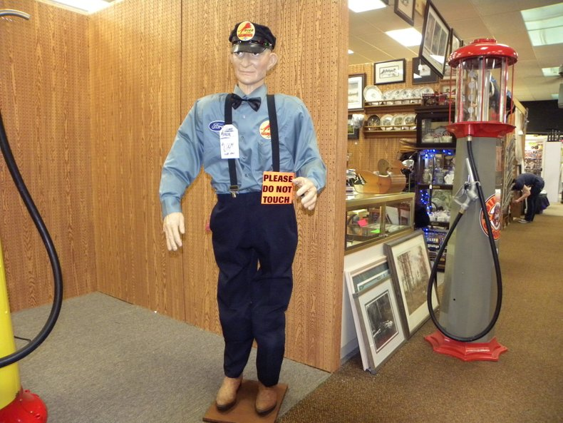 1950 Visible Gas Pumps Gilmore Mannequin