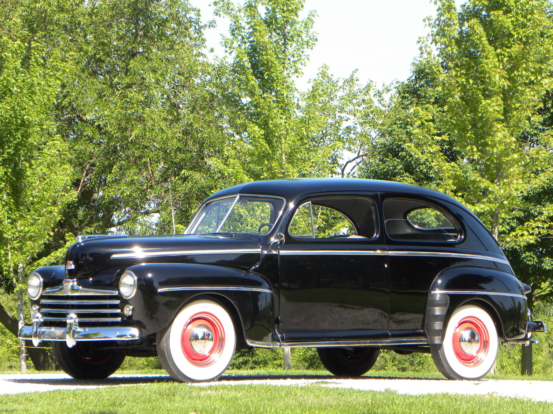 1948-ford-super-deluxe-2-door-sedan