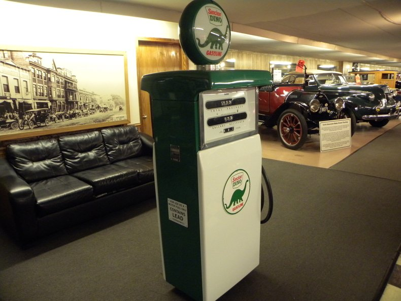 Sinclair Dino Gas Pump