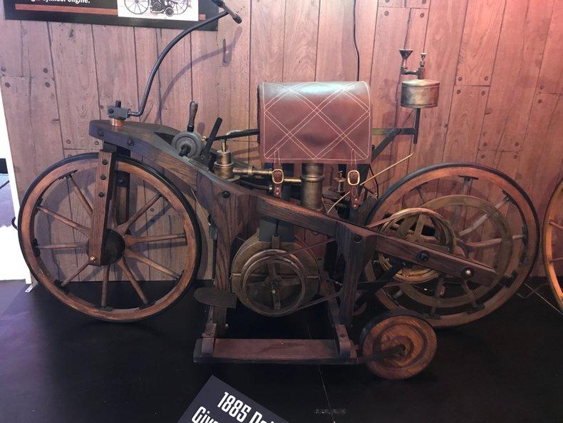 1886 Daimler-Maybach Reitwagen
