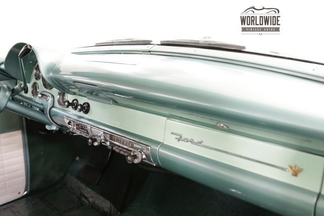 1956 Ford Fairlane Coutry