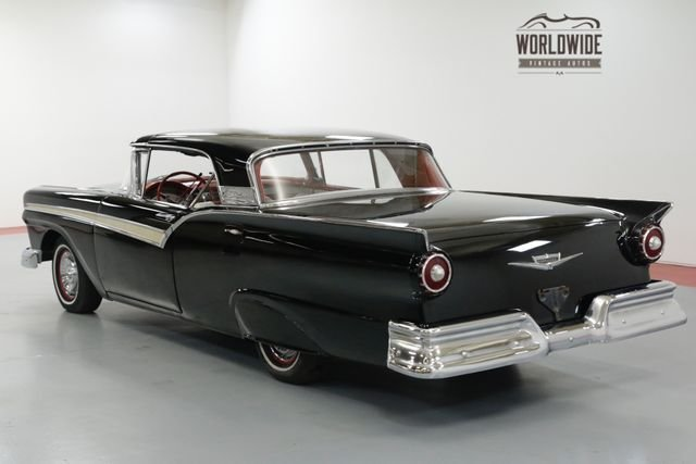 1957 Ford Fairlane Sykliner