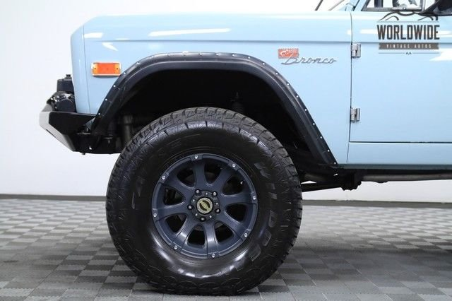1975 Ford Bronco Fuel Injected 302 V8. Newer Paint.