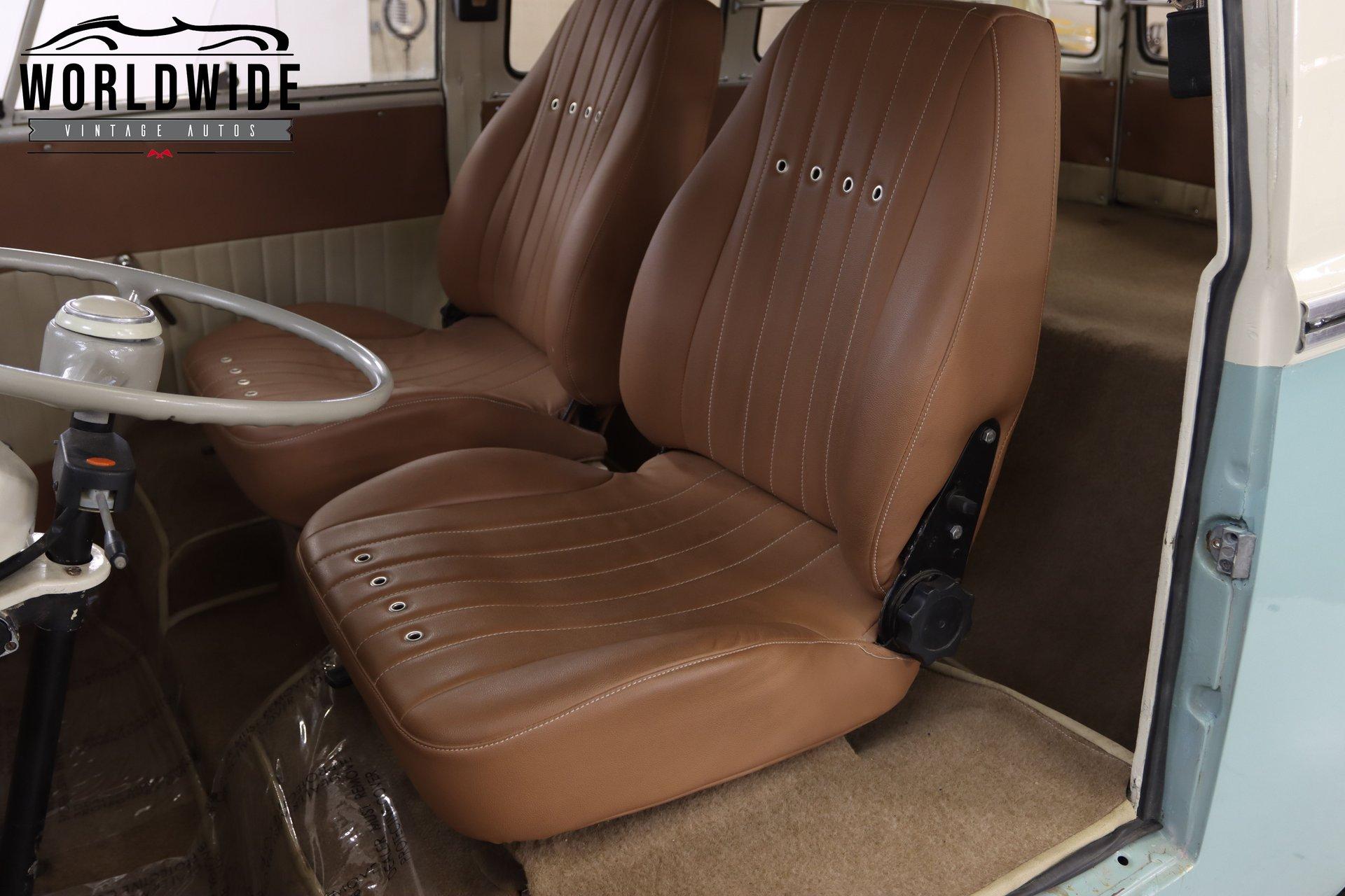 """1970 Volkswagen """"Kombi"""" Minibus"""